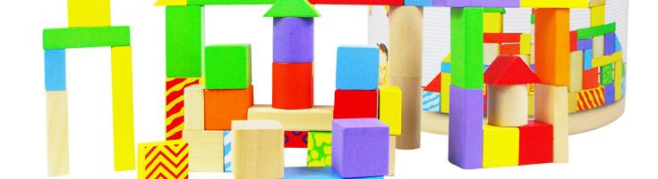 首先让孩子认识积木,了解形状:长方形