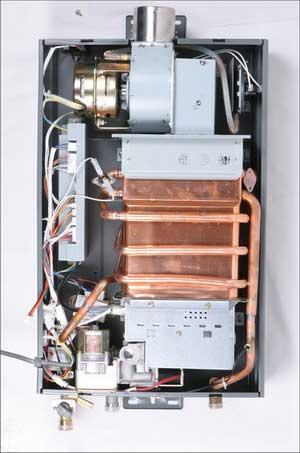 抽风机在上,此燃气热水器为强排强抽型热水器.