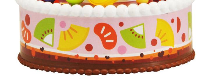 c,唱生日歌:按下中间的红色蜡烛,灯光亮起,小蛋糕便开始唱