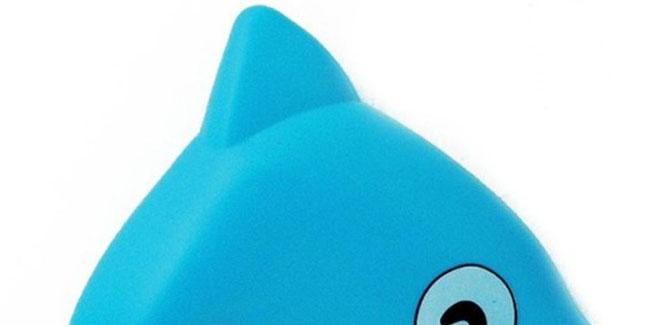 (5)蓝色透明材质,海豚形,可做洗澡玩具使用 ●使用方法